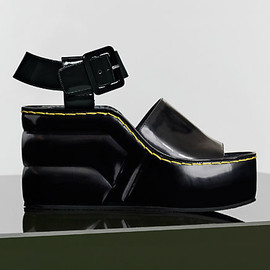 CELINE - 90MM BLACK SPAZZOLATO PADDED WEDGE GRAPHIC ANKLE STRAP SANDAL