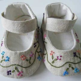 SPRING Ivory Vintage Taffeta Ballet Shoe For Your Baby Girl