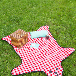ModCloth - Bear and Wine Picnic Blanket