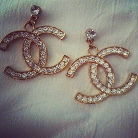 CHANEL - pierce.