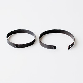 in her - Black band bangle