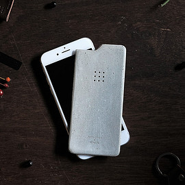 Posh Projects - Luna concrete skin for iPhone 6