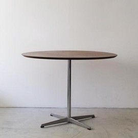 Fritz Hansen - Round Table