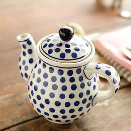 Bunzlau Castle - tea pot/Blue dots