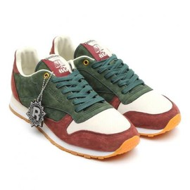 Reebok - HIGHS AND LOWS × REEBOK CL LEATHER CTM HAL/FRENCH ROAST/GREEN/COFFEE POT/WHITE/GUM