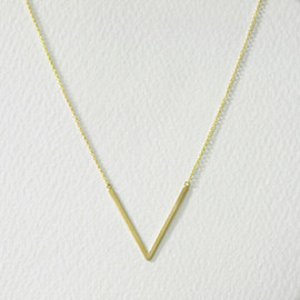 tortue - v neck necklace