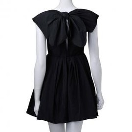 Detachable 3-button Peter Pan collar