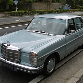 Mercedes-Benz - w115  200 Automatic
