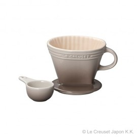 Le Creuset - Coffee Dripper and Spoon (nutmeg)