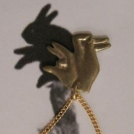aquvii - Hand Shadow Necklace -rabbit-