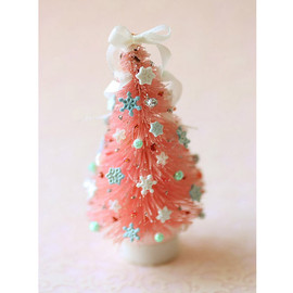 Luulla - Dollhouse Miniature Pink Christmas Tree 1:12 Dollhouse Scale