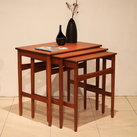 Hans・J・Wegner - Teak Nest Table