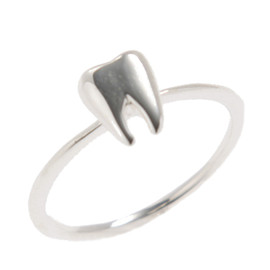 Q-pot. - Petit Tooth Ring (Silver)