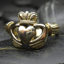nellyvansee - Claddagh ring in 14kt gold