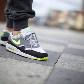 nike - Nike Air Max 1 Essential Dusty Grey/Volt