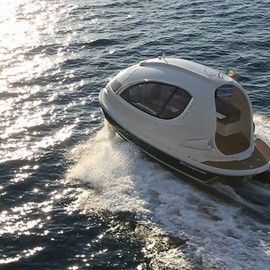 Pierpaolo Lazzarini - The Smart Car of the Seas – A stylish spaceship-Inspired Water Jet Capsule
