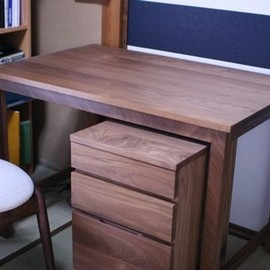 Agio - Desk made of walnut/made-to-order