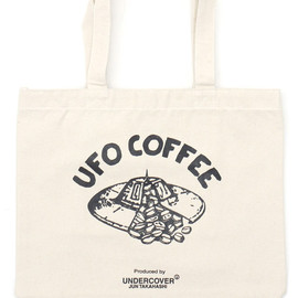 "UNDERCOVER - UNDERCOVER(アンダーカバー)MADSTORE""TOKYOSKYTREETOWNSOLAMACHI""EXCLUSIVEUFOCOFFEETOTEBAGL WHITE277-002040-010"