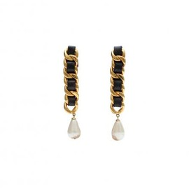 CHANEL - CHAIN & BLACK LEATHER CLIPED EARRINGS