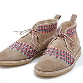 White Mountaineering - GEOMETRIC EMBROIDERY DESERT BOOTS