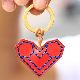 OJAGA DESIGN - rokkaku heart leather keyring