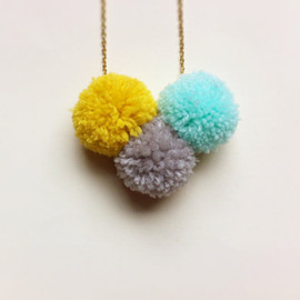 FableAndLore - Neon Pom Pom Trio Necklace - Bright Handmade Pom Poms in mustard yellow, gray and aqua - Spring Fashion