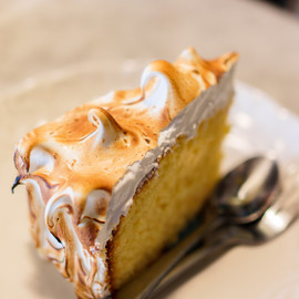 レモンケーキ - mashimaro:Lemon Meringue Cake | Mr Jones Orphange (via Guimin)