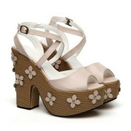 Sandals With Leather Cross Straps and Flower Design