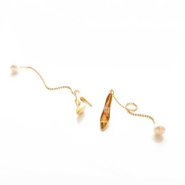 SQUARE PEARL BANGLE