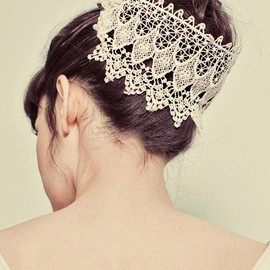 Wrap your bun/top-knot in vintage lace for a super chic & romantic wedding look.