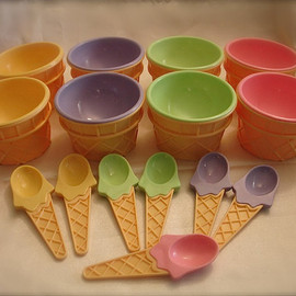 Vintage plastic ice cream cone dishes with spoons ,  ice cream condiment dishes, yogurt condiment dishes( 8 cones, 7 spoons)
