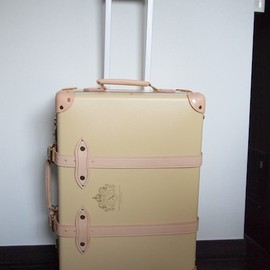 "GLOBE-TROTTER - Diamond Jubilee Collection 21"" trolly"
