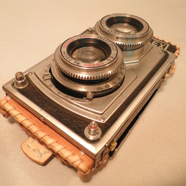 "Mac Nakata - iPhone Case - Remade a real antique ""twin-lens reflex"" camera of 50's"
