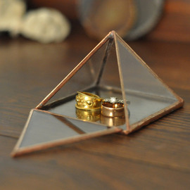 ABJglassworks - Pyramid Display Box