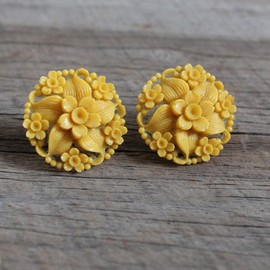 Vintage 1940s Golden Flower Celluloid Earrings