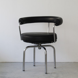 Cassina - LC7 by Le Corbusier' Pierre Jeanneret' Charlotte Perriand