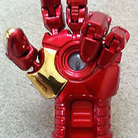 Marvel - 16GB Marvel IRON MAN 3 Hand with Movable Fingers