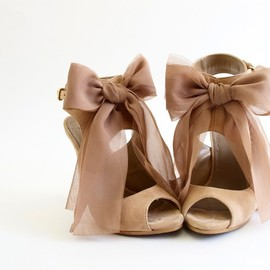 Chiffon bows and peep toe pumps. Match made in shoe heaven.