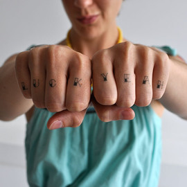 Tattly - Knucks