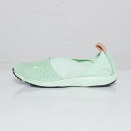 Nike - Wmns Pocket Runner II Prm NSW