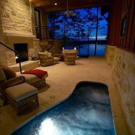 Room - hot tub + fireplace