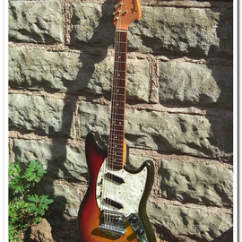 Fender - Mustang Sunburst  Finish