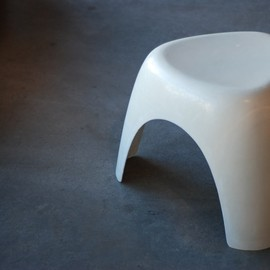 コトブキ - Elephant Stool by Sori Yanagi