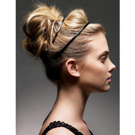 hairstyle - headband arrangement