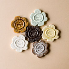 BIRDS' WORDS - flower tile brooch A