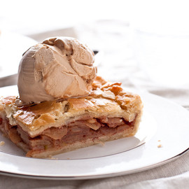 Confections of a Foodie Bride - Bourbon Caramel Apple Slab Pie
