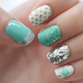 Tiffany blue nail