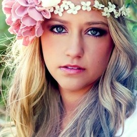 GIRLS - ⊱✿Flowers in her hair✿⊰