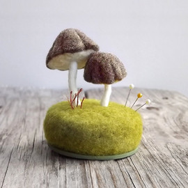 FoxtailCreekStudio - Pincushion Mushrooms in Heather Brown Nature Scene Desk Home Decor Wool Sculpture Made To Order
