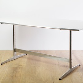 Fritz Hansen - Table Series D438